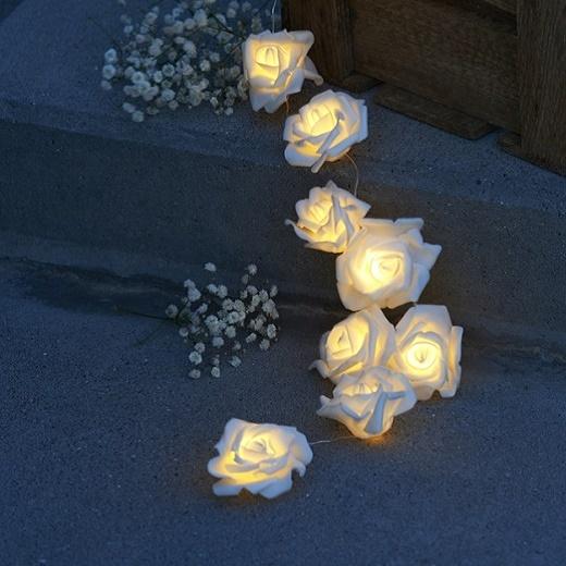 Dekoratívna reťaz biele ruže - na batérie 66487585d95